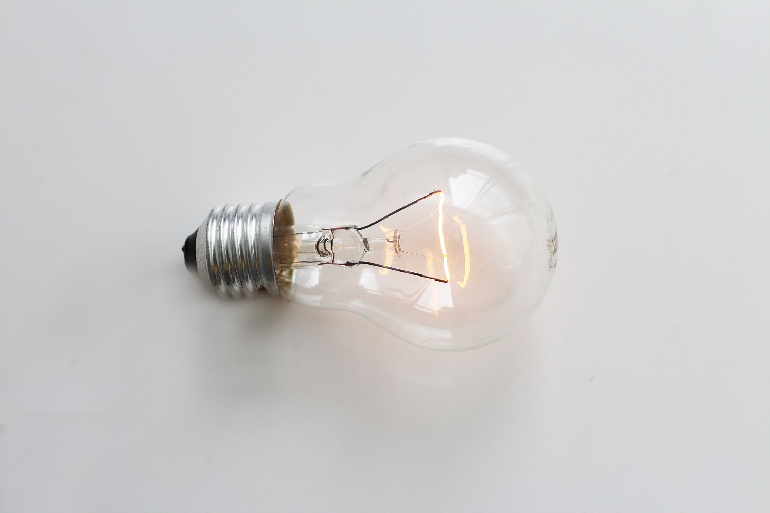 Why the Ottawa Electrician You Choose Should Be a Licensed Electrical Contractor
